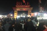 Hàng vạn người đổ về chợ Viềng, Nam Định tăng cường lực lượng chống dịch nCoV