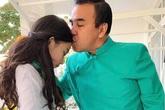 Con gái Quyền Linh chăm sóc bố