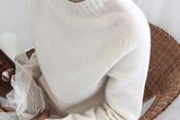 Phơi áo len kiểu này thì chẳng mấy chốc áo dài như váy