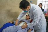 Bóc khối u mỡ nặng 7,3kg khỏi bụng nam thanh niên ở TP.HCM