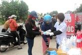 Chủ quầy thuốc ở Hải Dương bỏ tiền túi mua 10.000 khẩu trang y tế phát miễn phí cho người dân