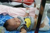 """Xót xa bé 4 tháng tuổi bị bố đánh gãy chân, xuất huyết não: """"Bố gì mà ác thế""""!"""