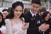 Vợ cầu thủ Duy Mạnh đeo dây chuyền hơn 34.000 USD trong đám cưới hoành tráng