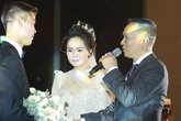 Lễ cưới hoành tráng của Duy Mạnh - Quỳnh Anh: Cô dâu Quỳnh Anh khóc nghẹn ngào khi được bố trao tay cho chú rể, phần lễ được bảo mật tuyệt đối