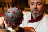 Bánh chocolate mang hình virus corona