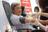 Thứ trưởng Bộ Y tế hiến máu giữa mùa dịch COVID-19