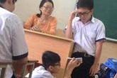 Bị cô giáo gọi lên kiểm tra miệng, nam sinh ung dung đọc thuộc bài vanh vách nhờ cách không ngờ