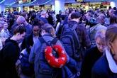 Sân bay Mỹ hỗn loạn vì kiểm tra sức khỏe sau lệnh cấm châu Âu