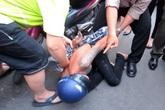 Cô gái quật ngã tên cướp ở TP.HCM