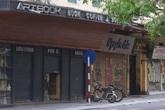 Hàng loạt quán cà phê, cắt tóc gội đầu, massage cửa đóng then cài sau lệnh cấm của UBND TP Hà Nội