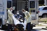 Số ca tử vong vượt 10.000 người, Italy treo cờ rủ tưởng niệm nạn nhân COVID-19; Mỹ