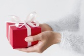 Mất trên 1,5 tỷ vì tin lời bạn trai nước ngoài gửi quà