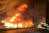 Hải Phòng: Đang lưu thông, xe container bốc cháy dữ dội