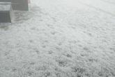 Lý giải hiện tượng mưa đá dày đặc chưa từng có, phủ trắng khắp nơi như tuyết ở Lai Châu