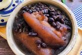 Giò heo hầm đậu đen