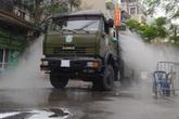 Hà Nội: Lực lượng chức năng dùng xe chuyên dụng khử trùng khu vực cách ly trên phố Trúc Bạch