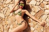 Trà Ngọc Hằng - giọng ca bolero mặc bikini nóng bỏng nhất Việt Nam
