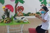 Nữ y tá lập bàn thờ  trong khu cách ly thắp hương 100 ngày cho mẹ mới mất khiến nhiều người xúc động