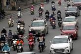 Đường phố Hà Nội bất ngờ đông đúc, nhiều đoạn ùn ứ dù chưa hết hạn cách ly xã hội