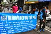 Khu chợ dân sinh yêu cầu sát khuẩn tay trước khi vào