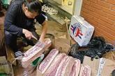 """Vì sao thịt lợn nhập khẩu ngập tràn """"chợ mạng""""?"""