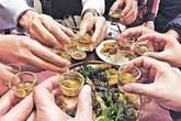 Độc chất dễ ngấm vào cơ thể hơn khi uống rượu ăn đồ nướng