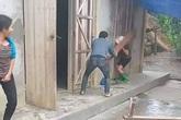 Yên Bái: Điều tra vụ mẹ già bị con trai hành hung dã man, đứa còn lại đứng quay clip