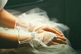 """Đêm tân hôn bị lột sạch vàng cưới vì mẹ chồng lo """"âm"""" tiền cỗ"""