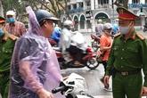 Từ 4/4, Hà Nội bắt đầu phạt người dân ra ngoài đường không có lý do đúng quy định