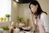 Stress vì những ngày cách ly xã hội, vợ suốt ngày cho chồng ăn sáng với mì tôm, trưa tối thịt luộc, trứng chiên