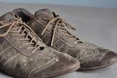 Không cần mất tiền mua giày mới, giày da cũ bẩn sẽ sáng bóng trở lại chỉ với nửa quả chuối