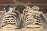 Nghe xong lý do này bạn sẽ về nhà và vứt ngay những đôi giày cũ ra sọt rác