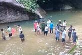 Đi picnic cùng gia đình, một thanh niên bị nước cuốn trôi