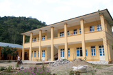 Trường học gần 3 tỷ đồng chưa sử dụng đã sụt lún, vỡ toác