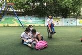 Đến trường đón con muộn, mẹ ứa nước mắt khi nghe lời đề nghị của con gái