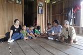 Quảng Bình: Băng rừng vượt suối tìm học trò sau kỳ nghỉ dịch COVID-19