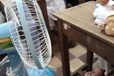 """Đi học giữa mùa hè """"nóng chảy mỡ"""" và đây là hàng loạt trò làm mát bá đạo của học sinh"""