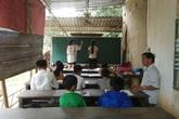 Ông giáo tật nguyền không bằng cấp, gần 30 năm mở lớp dạy học sinh nghèo