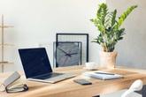 Mách nhỏ chị em 6 mẹo trang trí bàn làm việc giúp tăng năng suất, giảm stress