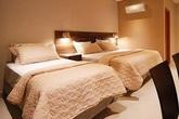Bạn đừng bao giờ gấp chăn gối trước khi rời khách sạn, lý do mà các nhân viên dọn phòng chia sẻ sẽ khiến bạn bất ngờ