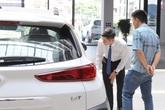 """Người dân vui mừng """"xuống tiền"""" tậu xe khi Nghị định giảm 50% lệ phí trước bạ ô tô có hiệu lực"""