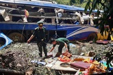 Khoảnh khắc kinh hoàng vụ xe khách lao xuống vực khiến 6 người tử vong
