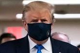 Tổng thống Trump lần đầu đeo khẩu trang nơi công cộng