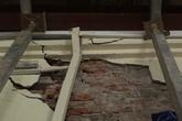 """VIDEO: Ở nhà """"chống nạng"""" sắt, dân ở phố cổ Hà Nội ăn ngủ không yên"""