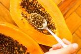 Bạn nên từ bỏ ngay thói quen ăn đu đủ thì cạo hạt vứt đi bởi nó có những lợi ích đáng kinh ngạc mà ít ai ngờ tới