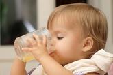 Sai lầm nguy hiểm khi cho trẻ uống nước ép hoa quả ngày hè nhiều người mắc
