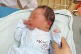 Vụ bé trai sơ sinh còn nguyên dây rốn bị bỏ rơi cạnh trạm y tế: Hơn 40 gia đình đến xin nhận làm con nuôi