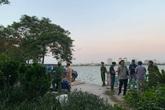 Hà Nội: Phát hiện thi thể cô gái nổi lập lờ trên Hồ Tây