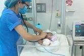 Bé gái sơ sinh bị bỏ rơi dưới ruộng tại Thái Bình bị gãy xương đòn phải, bỏng da do cháy nắng