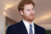 Hoàng tử Harry thường tặng con William quà đắt tiền